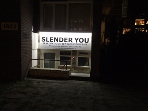 Reclamebord met LED lichtkoof